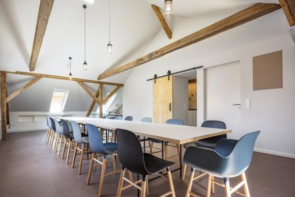 Dachgeschossausbau zu Pausenräumen für Erzieher